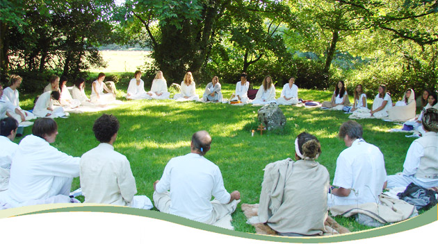 01_group_yoga_meditation